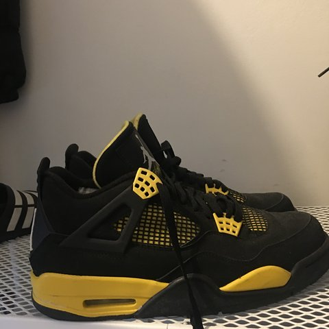 9bdc4001ea1090 Jordan 4 Thunder. Rare colourway