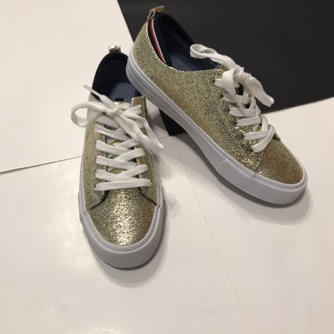 60a2de0d76071e Tommy Hilfiger Women s Two Sneaker Gold Multi fabric size in - Depop