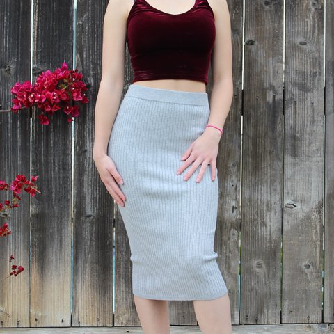 a5674503d @bellaestellarivera. last year. Oakley, United States. Light grey ribbed pencil  skirt from Forever 21 💨