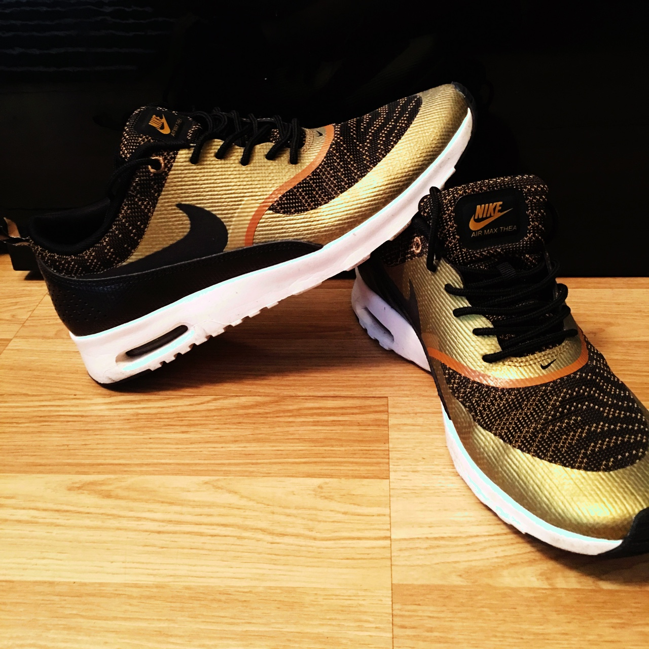Men's NIKE AIR MAX THEA BLACK AND GOLD uk size8 USA