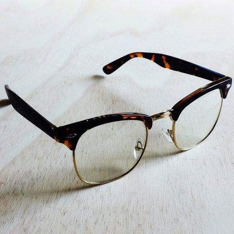30d929421676c LAST PAIR) TORTOISE SHELL FRAME HAND POLISHED BROWLINE with - Depop