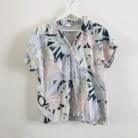 755b514c @esentialle. 2 months ago. Los Angeles, United States. Vintage 80s 90s  Tropical Button Down Top