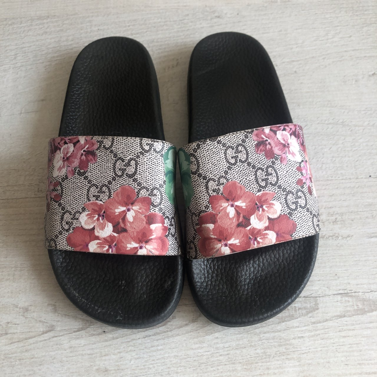 642bccb1d94d Replica Gucci floral sliders Size 4 Perfect condition as - Depop