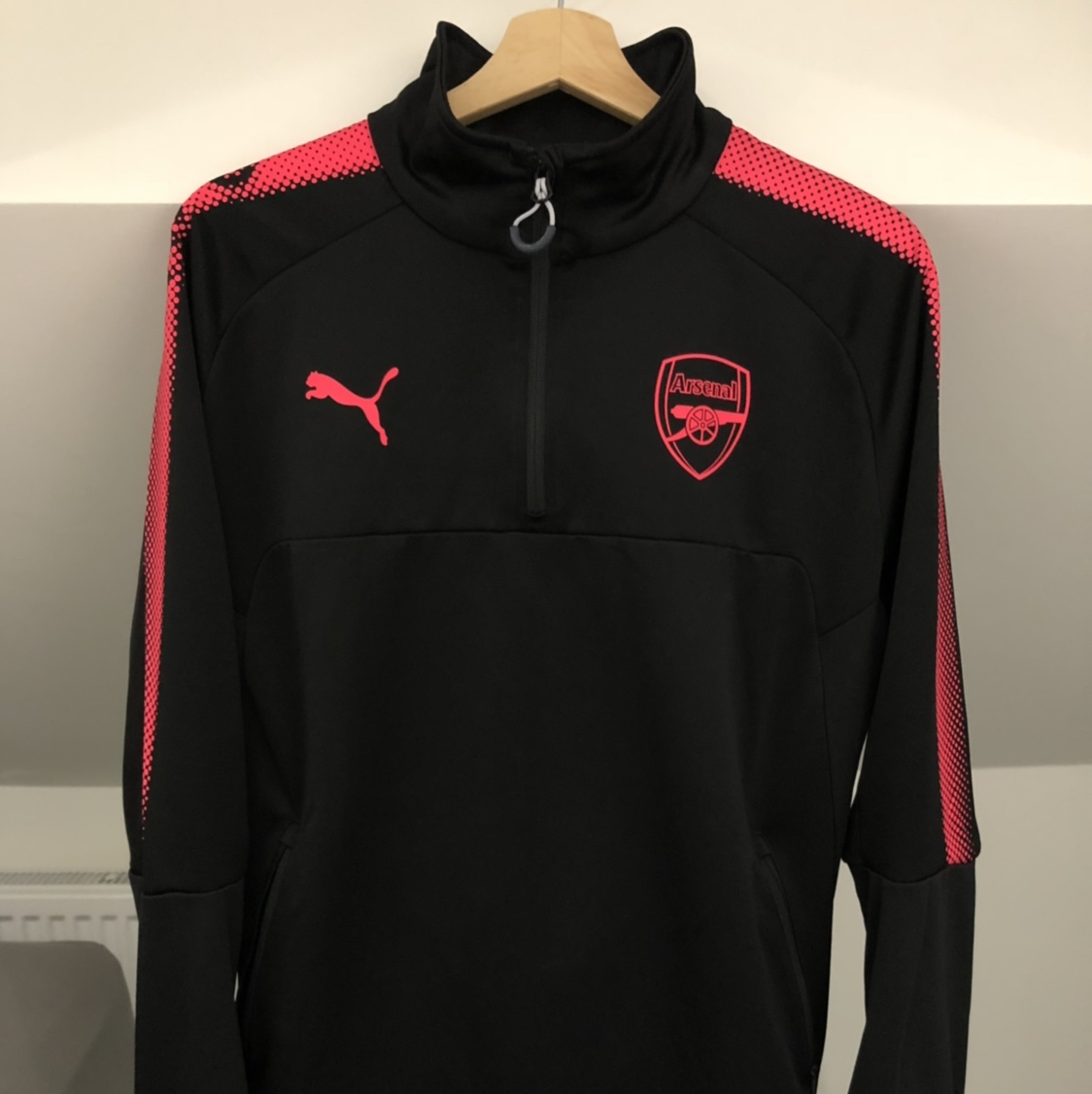 huge discount 2065c 5108a Arsenal Training Kit, 17/18 season - Black and... - Depop
