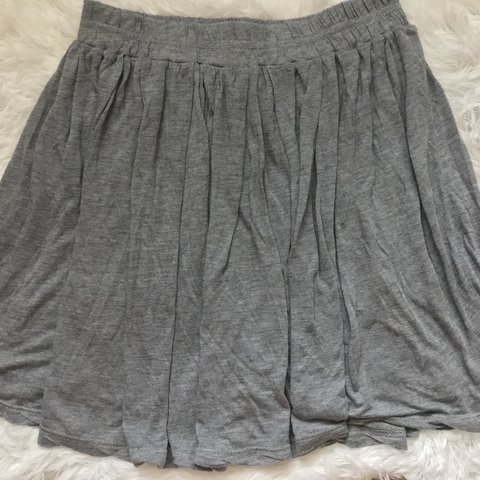 05e34b183 🌫extremely soft brandy melville skirt. its a heather grey - Depop