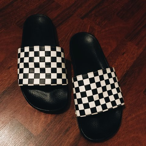 8e46fb037368f VANS checkered slides UNISEX I m a women s size 9 and the 9 - Depop