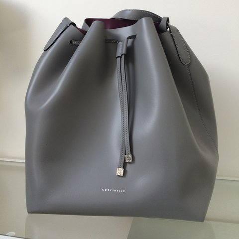 93727294a5e88  inmywardrobe. 3 years ago. Norge. Beautiful Coccinelle bucket bag.