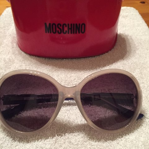 be23b226ed ❌❌❌❌❌WILL ACCEPT £28 for these FABULOUS MOSCHINO SUNGLASSES - Depop