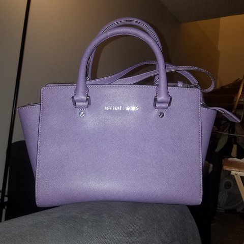 c78d45a885bce9 Michael Kors Selma style purse in a lilac shade in great in - Depop