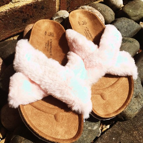 41e3b55b6d91 🌸BNWT Baby pink fluffy sandals🌸super comfy and cute for 6