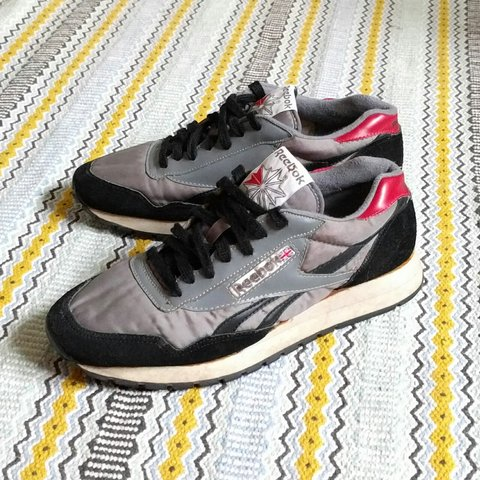 ee6c16d5eeb Superb Genuine 1990 s Reebok Classic in Supreme Used UK 7. a - Depop