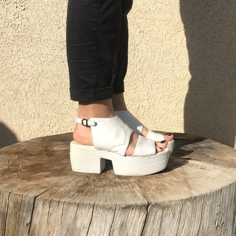 f7bda19cc6f VAGABOND Lindi Leather Slingback Platform Sandals in white  - Depop