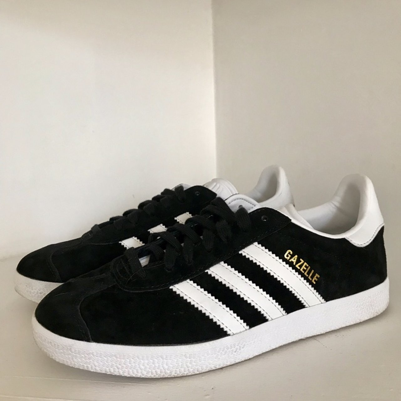 Women s Black Adidas Gazelle Shoes 🔥 Great condition b51c31b1f8