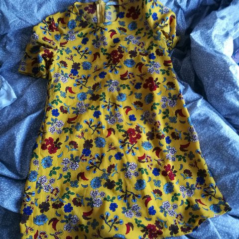 90f60125c2f Really nice floral yellow summer dress. Loose flowy fit