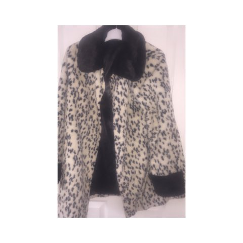 c62fe81b2c95 @chloemariehomer12. 2 years ago. Bristol, United Kingdom. Beautiful snow leopard  faux fur coat from topshop, fits lovely and very warm size 14•