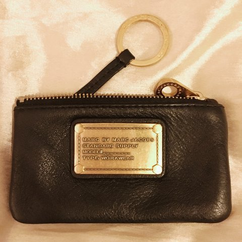 7a895f2684257 @emzfern. 3 years ago. Kingston upon Thames, UK. Genuine black real leather  Marc by Marc Jacobs change purse ...