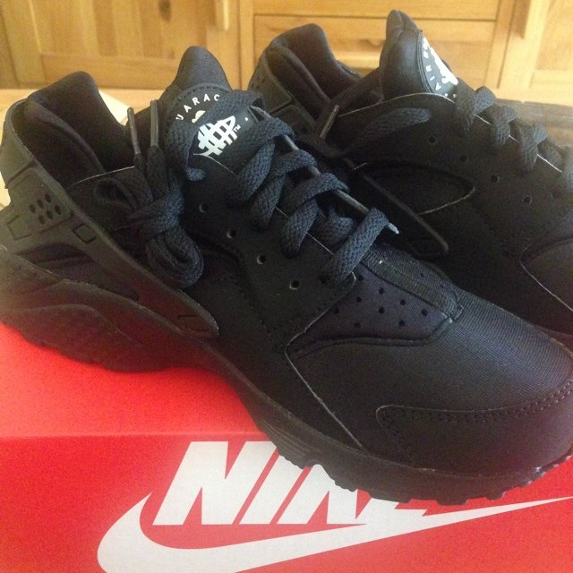 f5345eeae413c Brand New Nike Air Triple Black Huaraches Size 6. Never Been - Depop