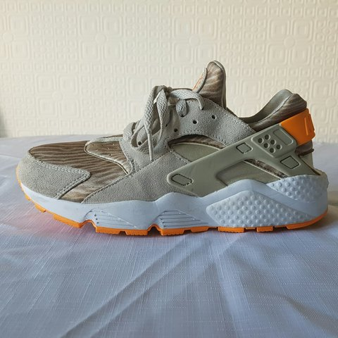 f1868bb934c94 Beige suede Huaraches with orange sole and Nike back strap. - Depop