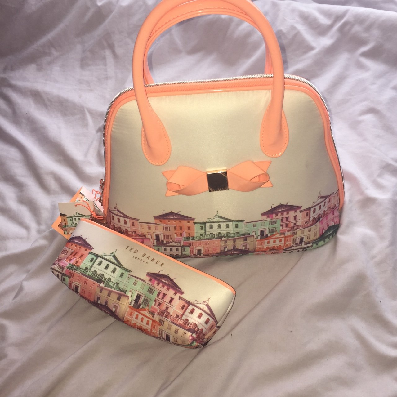 a0c74622d4 REDUCED, NEEDS TO GO! Ted Baker Regency Beauty Bag and Case - Depop