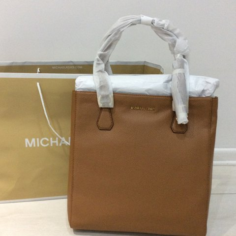 5c98698aacd3 @desalidesigners. 2 years ago. Swindon, UK. Micheal Kors Bedford genuine  tote tan handbag. Brand new ...