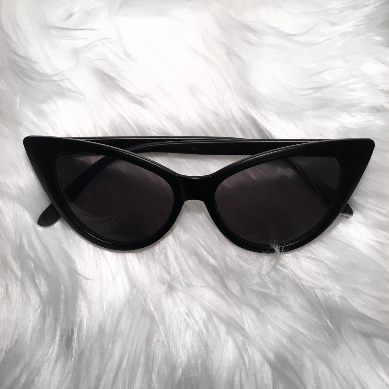 562a3a7fed1  claauddiaaaa. last year. United Kingdom. BLACK X RETRO  VINTAGE CAT EYE  SUNGLASSES