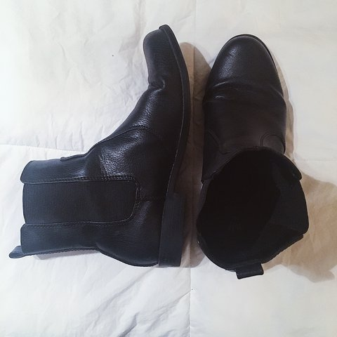 1e23264cc44 H M black chelsea boots in good condition