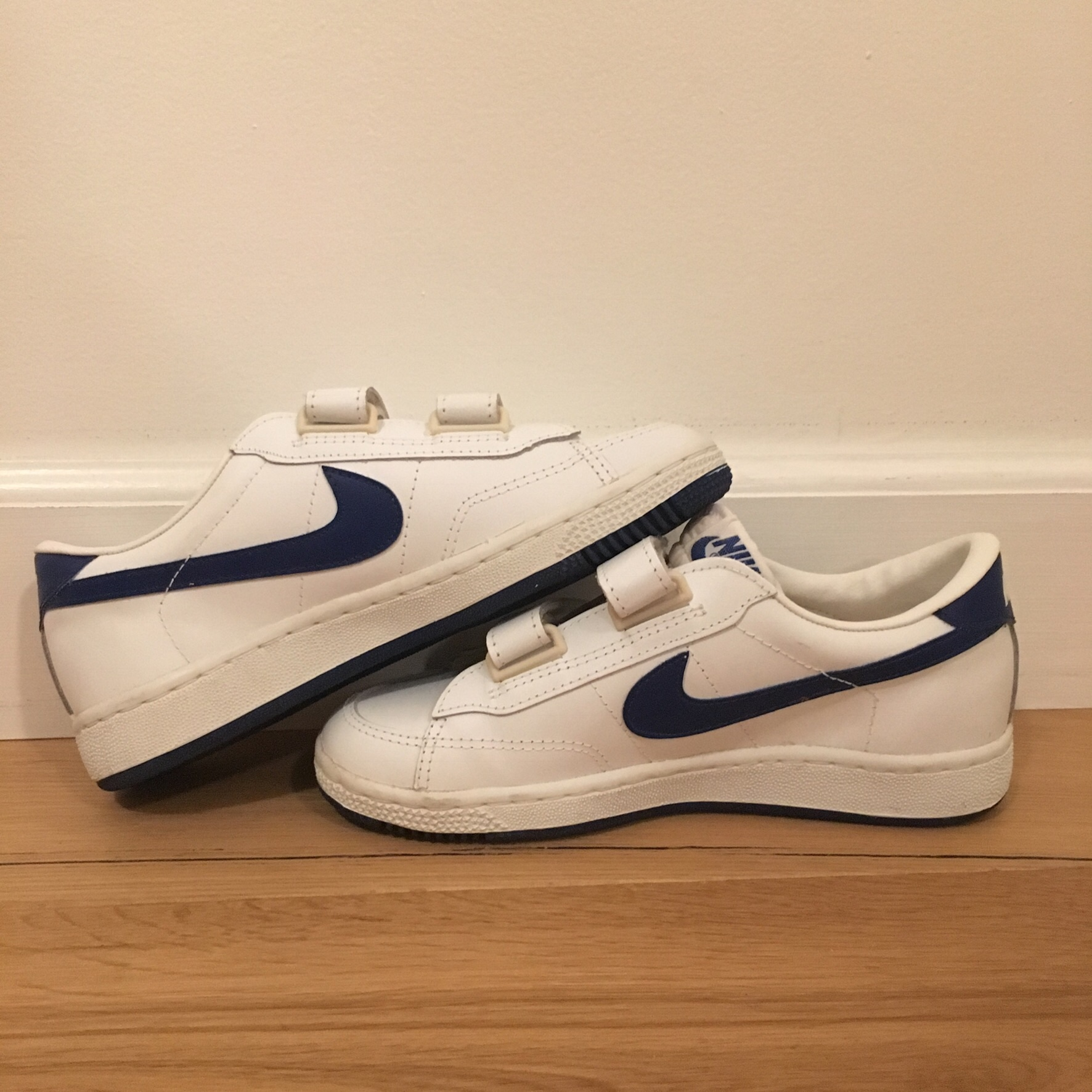 VINTAGE VELCRO NIKE! Great condition