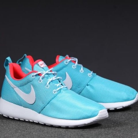daa2bc19105b Nike Tiffany blue roches slightly worn. 6Y 7.5W. Great - Depop