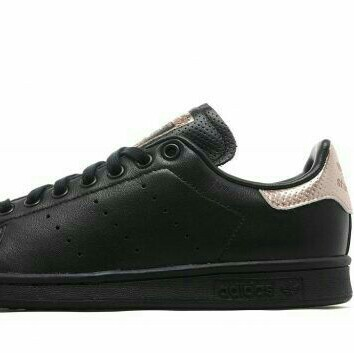 LOOKING FOR THESE ADIDAS STAN SMITH BLACK/ ROSE ...