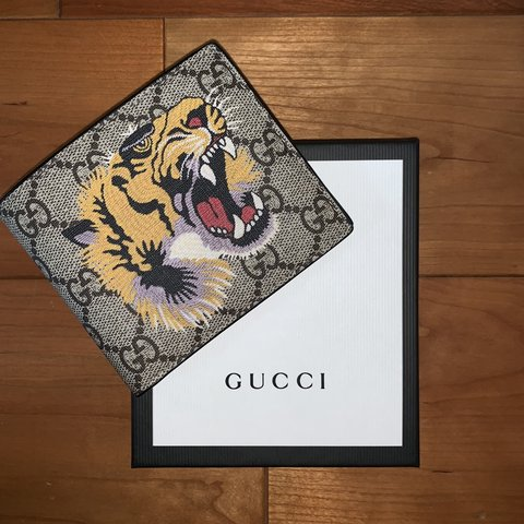 1e05b0e8ee0 ▫️Gucci Tiger Print Wallet▫️100% Authentic▫️9 10 me Offers - Depop