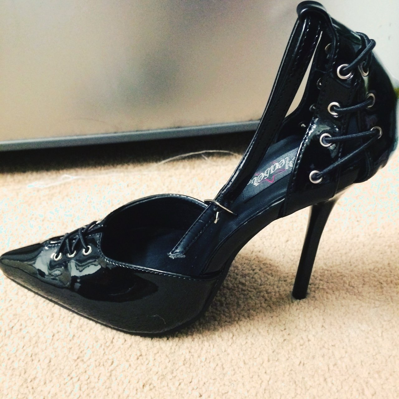 Black pointy heels UK size 4.5 can also fit a UK size 4 ffec5b99c