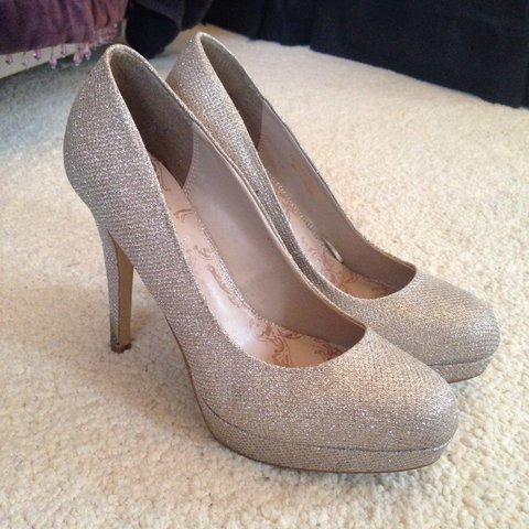 b516e94eb94 Sparkly silver heels that can dress up any outfit! Beautiful - Depop