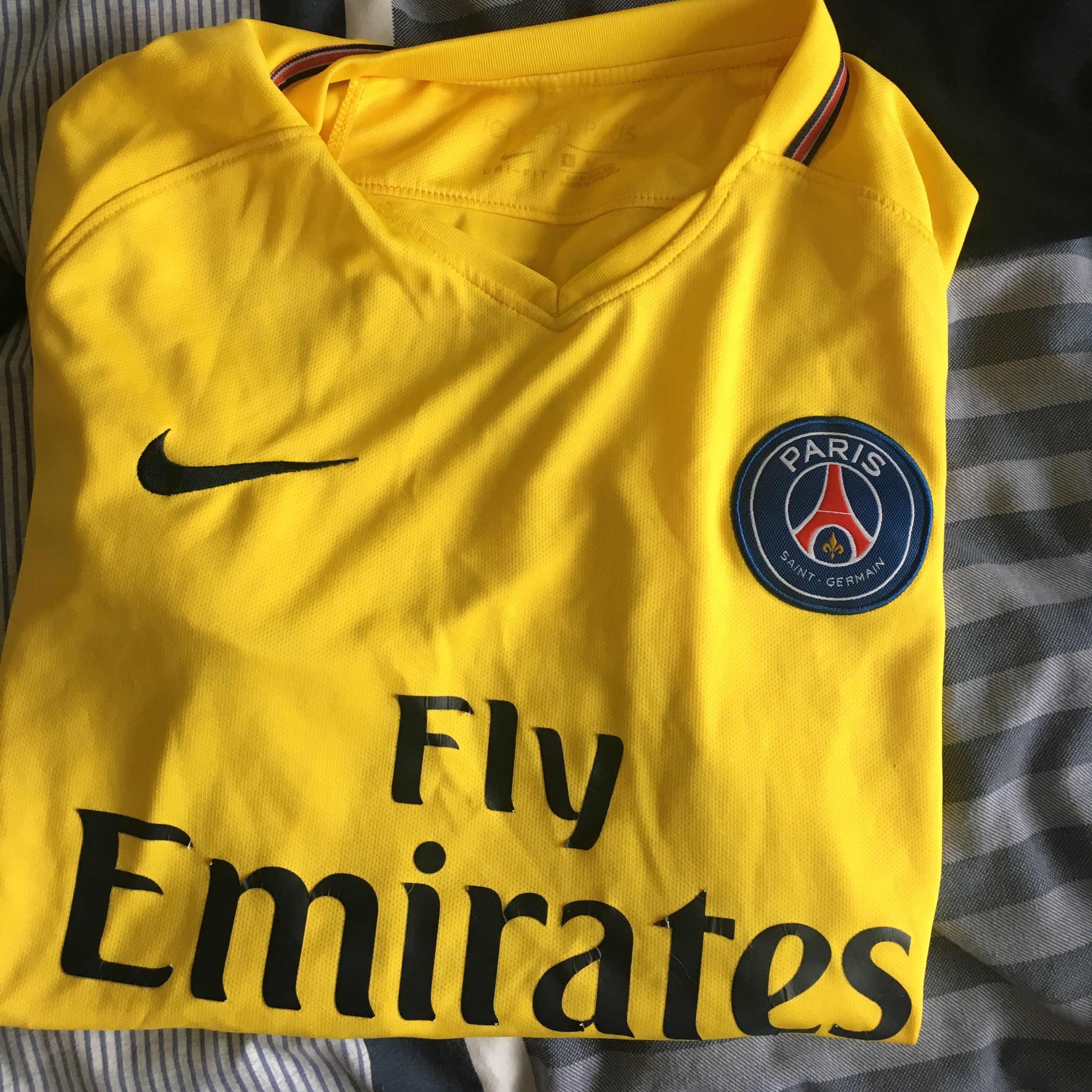 brand new 84a05 1e46a Yellow PSG shirt size large NEYMAR on the back.... - Depop