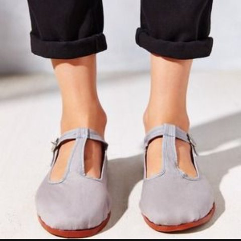 Urban Outfitters t-strap grey Mary Jane flats. Never worn 8. - Depop