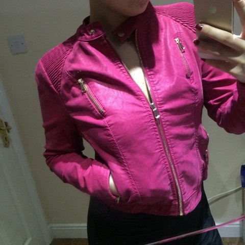 7a978093a582 Super warm bright pink jacket in perfect condition worn just - Depop