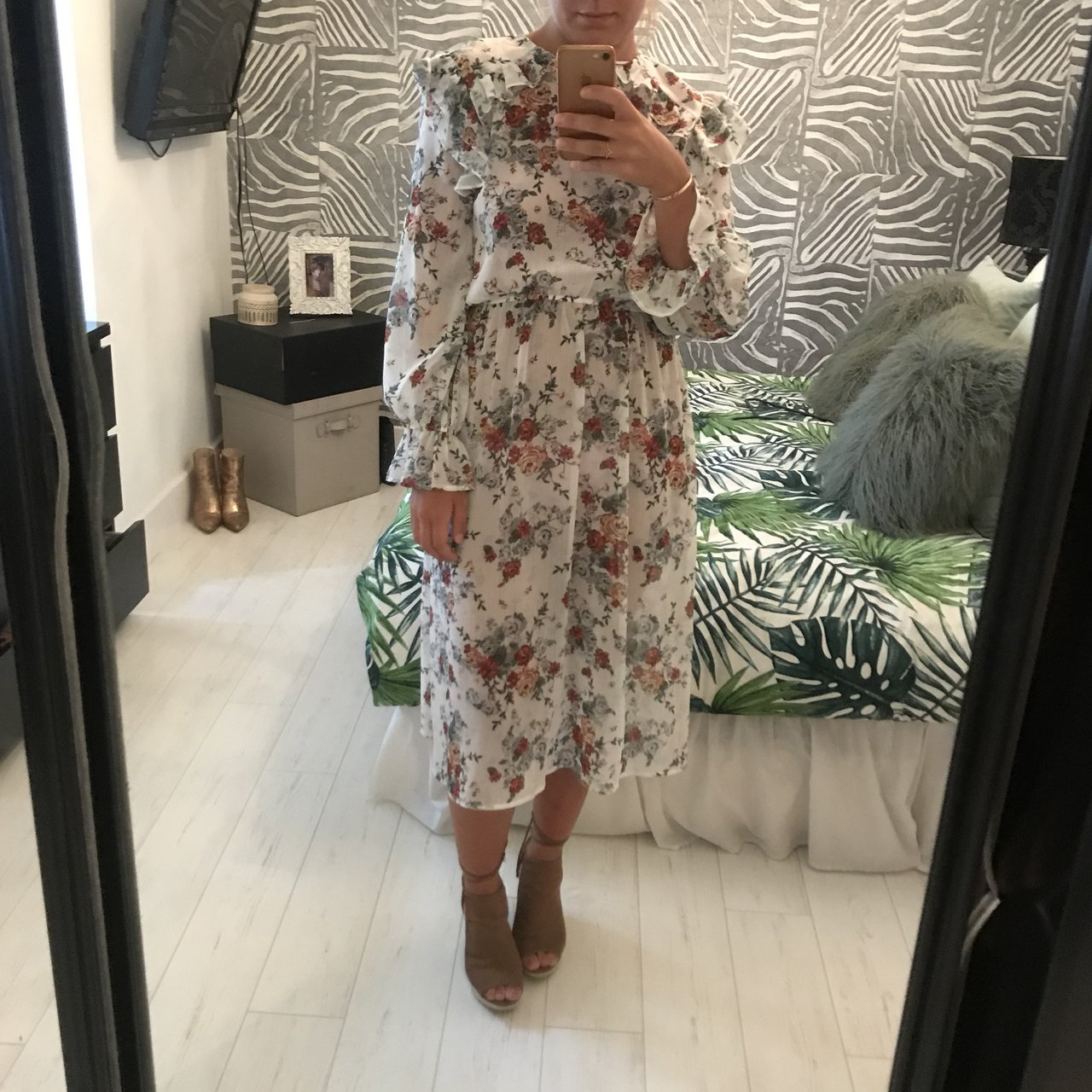 25d425f7d4b0 Shoptagr | Floral Midi Dress Long Sleeve With Ruffle Detail Size 8 ...