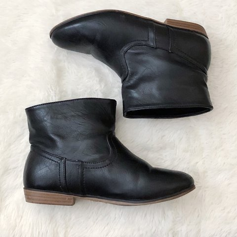 2d797d944 @andi337. 4 days ago. Sylmar, United States. Short black ankle boots.  Perfect to wear with leggings ...