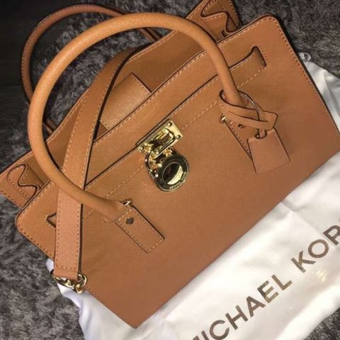 d2bb17624fa5 @caseywhytee. 2 years ago. Dunfermline, United Kingdom. Selling my GENUINE  Michael Kors medium tan Hamilton bag ...
