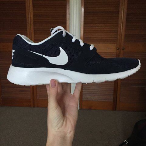 f9a73f6a8513 Nike Kaishi Run trainers in navy white UK size 5. Unisex. to - Depop
