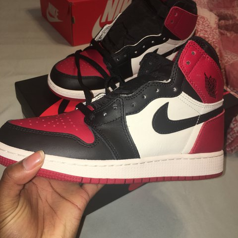 96bbe2587968 AIR JORDAN 1 BRED TOE SIZE  6 YOUTH (WOMENS 6.5 7) DEAD WORN - Depop
