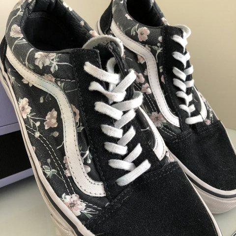 ✨✨ FREE SHIPPING FOR NOW Old Skool Vintage Floral Vans 7  on - Depop 99b2acb3e6bb