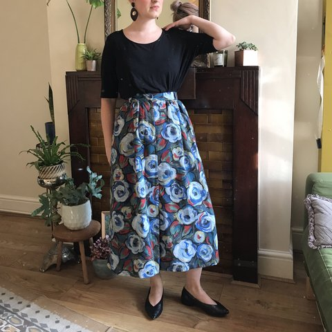 01498a08e @tee_total. 15 days ago. Birmingham, United Kingdom. Vintage midi skirt ...
