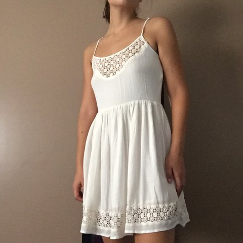 7efc04a0ef7 Embroidery white dress Forever 21