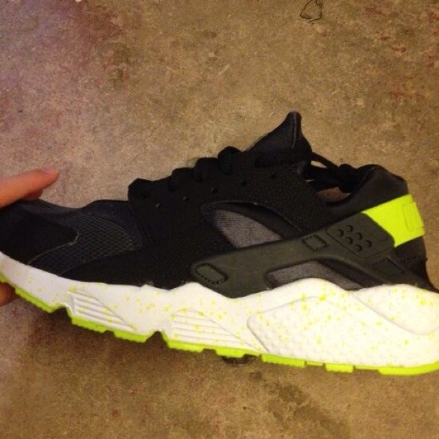 reputable site 49f35 68641  bilal707. 5 years ago. Chelmsford, United Kingdom. Nike air huarache black  and venom green ...