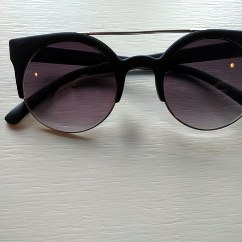 3342f40bb7064 These cute sunglasses are from the Australian brand twice be - Depop
