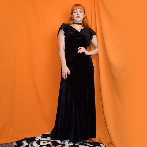 d36f6b34b140 @cool_as_kim_deal. 3 months ago. Liverpool, Merseyside, United Kingdom.  Amazing 30s Inspired Black Velvet Maxi Dress Size UK12. Featuring empire  waist ...
