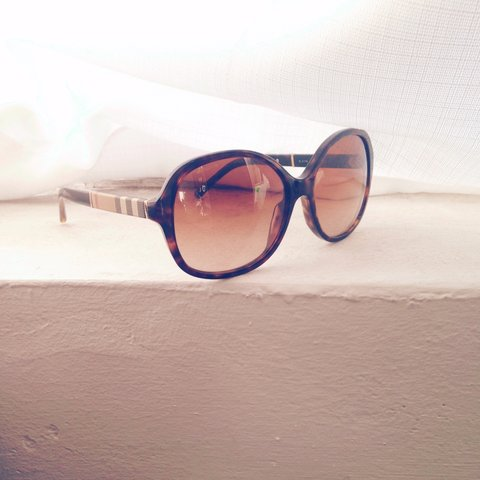 338c18f21 Burberry ROUND sunglasses Burberry is a full-rim round frame - Depop