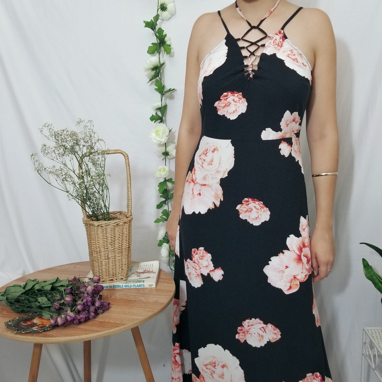 70abc2bbdf8 Black floral lace up front maxi dress from Forever 21. Has I - Depop