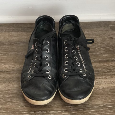 0ef81eb51c2b Louis Vuitton Sneakers Very worn Louis Vuitton size  Louis - Depop