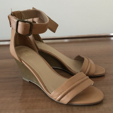 a20fdd49089 ✨ FREE SHIPPING ✨ Cute n classy tan colored wedge sandals at - Depop